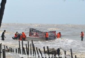 TIDAK JALAN : Kondisi perahu BPBD saat kandas