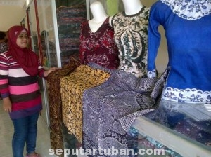 DIGERUS ZAMAN: Kin banyak banyak gerai batik Tuban banting stir dengan menjual batik modern.