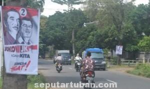 MENGUNDANG PROTES: Salah satu poster pasangan capres yang banyak bertebaran di jalanan Kota Tuban.