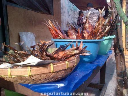 MAKIN LARIS : Pembeli ikan panggang saat puasa makin meningkat dibanding hari biasa