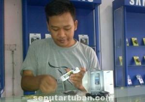 LARIS : Penjualan Ponsel di Kabupaten Tuban mengalami kenaikan. Seiring kebutuhan akses internet meningkat