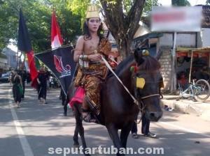 MENJAGA SEJARAH : Aktivitas kirab budaya yang dilakukan RCC Tuban