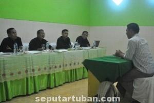 TES ULANG : Suasana seleksi 10 besar calon komisioner KPUD Tuban yang dilakukan Tim Sel untuk kedua kalinya