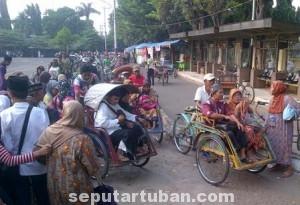 TERUS MENGGELIAT: Jelang ramadhan menjadi berkah tersendiri bagi para tukang becak di kawasan wisata religi Sunan Bonang.
