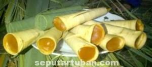 MASA LALU: Di eranya camilan berwarna coklat seperti gula Jawa yang menjadi rasa legitnya, sangat mudah dijumpai di setiap sudut wilayah Kabupaten Tuban.