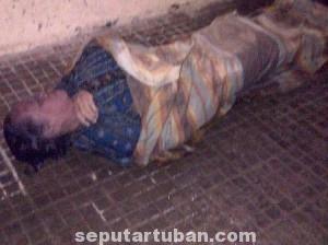 MISTERIUS : Inilah kondisi jasad wanita tanpa identitas yang ditemukan mengapung dilaut, Selasa (1/7/2014)