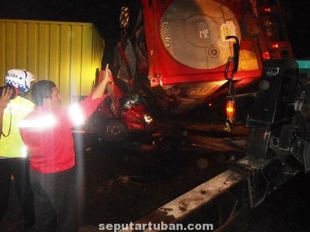 TRAGIS : Kondisi kecelakaan yang menyebabkan sopir truk bok tergencet kabin hingga meninggal dunia
