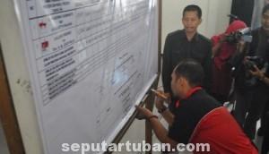 AMAN DAN LANCAR: KPUD Tuban menggelar rekapitulasi hasil pemilu presiden di gedung KSPKP, Rabu (16/07/2014).