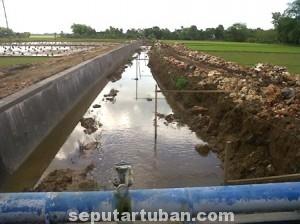 Salah satu sudut pembangunan pelebaran DAS di Desa Mandirejo, Kecamatan Merakurak, Minggu (20/07/2014) pagi.