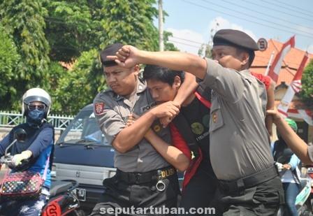 Demo ricuh DPRD Tuban4