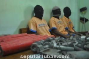 APES: Inilah wajah-wajah anggota Pamswakarsa PT Holcim berserta aset berharga milik PT Holcim Indonesia yang mereka curi.