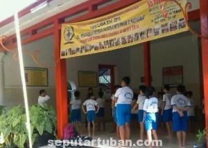 PENDIDIKAN KARAKTER : Siswa SD Pusaka saat mengikuti latihan BKC