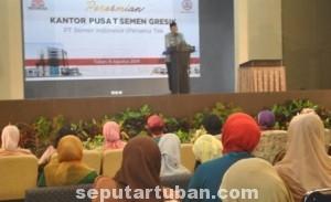 RETAS KEMISKINAN: Bupati Tuban Fathul Huda saat memeberikan sambutan dala acara peresmian kantor pusat baru PT SG di Desa Sumberarum, Kecamatan Kerek, Jumat (08/08/2014) pagi.