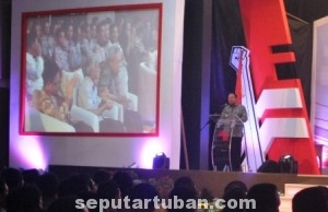 KURANGI KEMISKINAN : Wakil Bupati Tuban, Noor Nahar Husein saat sambutan dalam acara pisah kenal SKSI