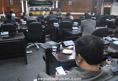 Suasana Rapat Pripurna DPRD Tuban pembentukan Fraksi
