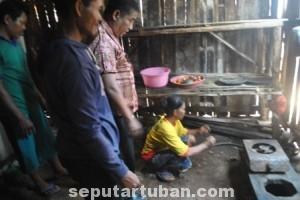 ELPIJI MELEDAK: Tungku api yang menjadi sumber malapetaka di rumah Tayo Desa Sidonganti, Kecamatan Kerek, Kamis (02/10/2014) pagi.