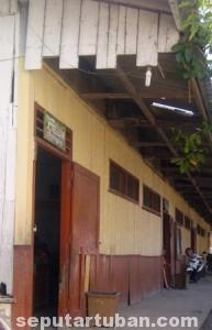 TUA RENTA : Bangunan ruang kelas SDN Bangunrejo 2 nampak dari luar