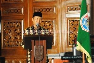 SEMANGAT : Bupati Tuban, Fathul Huda saat menyampaikan sambutan