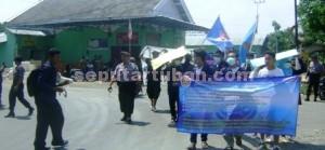 PROTES GASUMA: Aksi massa Forum Karang Taruna Kecamatan Soko saat menggelar aksi demo, Rabu (19/11/2014) siang.