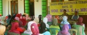 BUKAN BASA BASI: Anggota FPG DPRD TUban Muhamad Musa saat melakukan reses di Desa Kowang, Kamis (20/11/2014) siang.