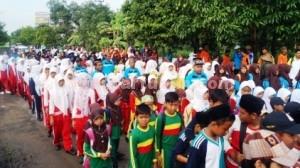 HAB KE 69: Sebagian peserta jalan sehat yang digelar Kantor Kemenag Tuban, Kamis (18/12/2014) pagi, di Kecamatan Senori.