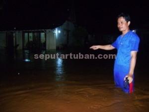MERADANG : Kondisi banjir yang merendam rumah warga Kecamatan Merakurak, Sabtu (27/12/2014) malam