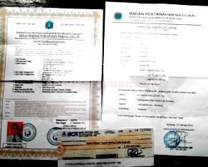 MODUS: Dokumen PT Citra Karya Sejahtera yang ditemukan Muntolip d Jalan Untung Suropati Bojonegoro, Sabtu (13/12/2014) pagi.