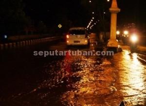LANGGANAN BANJIR : Kondisi banjir di Jalan Letda Sucipto sangat mengganggu pengguna jalan