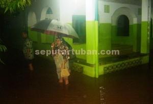 BANJIR LAGI : Kondisi banir kembali merendam kawasan Desa Mandirejo, Kecamatan Merakurak, Rabu (31///12/2014) malam