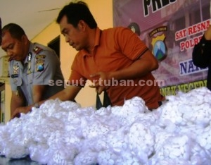 TIDAK BERTUAN : Ratusan ribu pil karnopen yang disita petugas ini belum ada tersangka pemiliknya