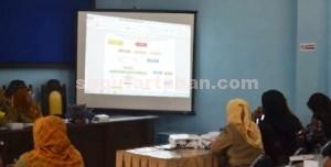 TANGGUNG JAWAB: Diskusi pembahasan mekanisme layanan penanganan korban dan standar operasional pelayanan (SOP) KDRT, yang digelar di gedung Kantor Bapemas dan KB Kabupaten Tuban, Senin (09/02/2015) siang. foto: ARIF AHMAD AKBAR