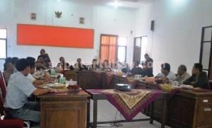 LANGKAH AWAL : Rapat koordinasi KPUD Tuban dengan Parpol, Kamis (05/03/2015)