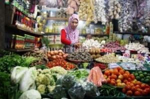 MASIH STABIL : Penjual Sembako dan kebutuhan dapur di Pasar Baru Tuban