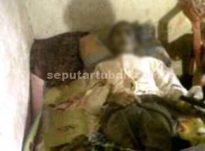 TRAGIS : Kondisi korban saat dirumah duka usai dievakuasi dari tempat gantung diri