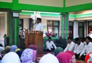 PRIORITAS KEMISKINAN : Bupati Tuban, Fathul Huda saat menyampaikan sambutan dalam acara Safari Ramadhan di Kecamatan Kerek, Senin (06/07/2015)