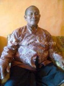 HAPUS TRAUMA: Kandar, ayah Ayu Sri Penganti, menyatakan akan segera mengganti nama anaknya untuk menyelamatkan masa depannya.