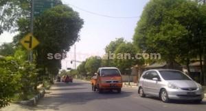 MUSPRO: Salah satu rambu papan penujuk arah di Jalan Raya Kecamatan Soko yang sering membuat warga terjebak.