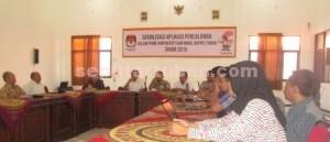 ANGIN SEGAR: KPU Tuban saat menggelar sosialisasi PKPU nomor 12 tahun 2015,Kamis (23/07/2015) siang.