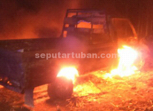 HEBAT : Kondisi mobil saat dibakar massa