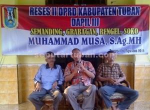 MERAKYAT : Anggota DPRD Tuban saat melakukan Reses
