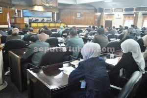 KOMPAK AMIN: Seluruh fraksi di DPRD Tuban yang berjumlah tujuh fraksi tak satupun menyoal Perubahan Anggaran Pendapatan dan Belanja Daerah (PAPBD) 2015 yang diajukan oleh Pemkab Tuban, Selasa (18/8/2015) siang.