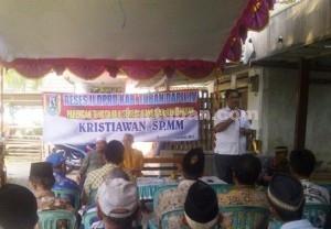 MERAKYAT : Suasana Reses Mas Kris saat di Desa Bangilan