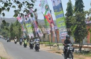PILKADA 2015: Sejumlah APK paslon Pilkada Tuban mulai -berkibar di sepanjang jalanan wilayah Kecamatan Tuban.