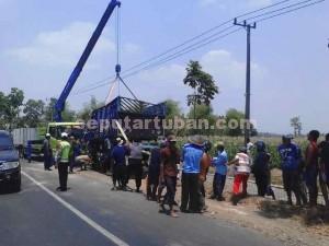 REPOT : Bangkai truk saat dievakuasi