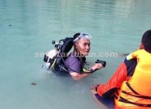 TOTALITAS : Kapolres Tuban, AKBP Guruh Arif Darmawan saat sebelum melakukan penyelaman di lokasi kejadian