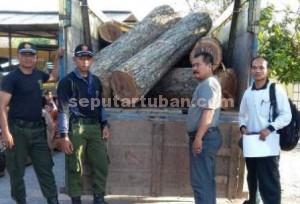 TERTANGKAP BASAH : Barang bukti saat di Mapolsek Senori