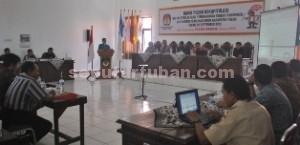 SELANGKAH LAGI: KPU Kabupaten Tuban menggelar rapat pleno penetapan daftar pemilih sementara (DPS), Rabu (02/09/2015) siang.