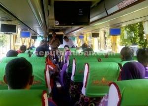 TRANSMIGRASI: Sebanyak 30 warga dari tujuh KK diberi pembekalan terakhir oleh Dinsosnaker  Tuban sebelum diberangkatkan menuju Kabupaten Bulungan, Kalimantan Utara,  Senin  (09/11/2015) pagi.