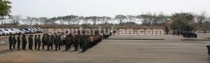 AMANKAN PRESIDEN: Personil gabungan TNI dan Polri saat melakukan gladi pemanganan di  kawasan kilang TPPI di Desa Remen, Kecamatan Jenu, Senin (09/11/2015) siang.