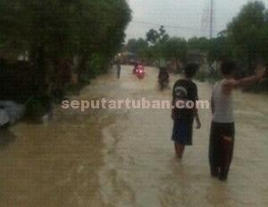Parah : Kondisi jalan lintas provinsi di Kec. Parengan terendam air